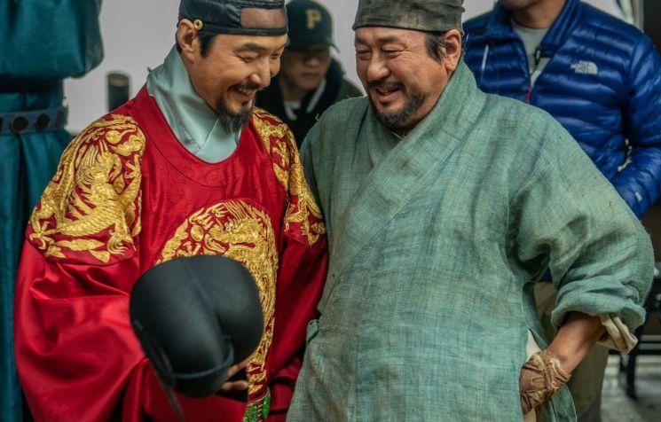 최민식·한석규 '천문' 크랭크업…올 하반기 개봉
