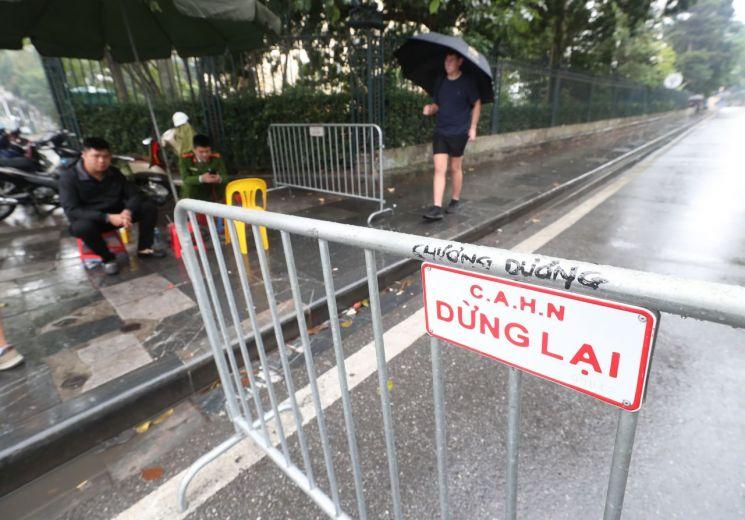 2차 북미정상회담을 열흘 앞둔 17일 베트남 하노이 정부 게스트하우스 주위로 펜스가 설치돼 있다. [이미지출처=연합뉴스]