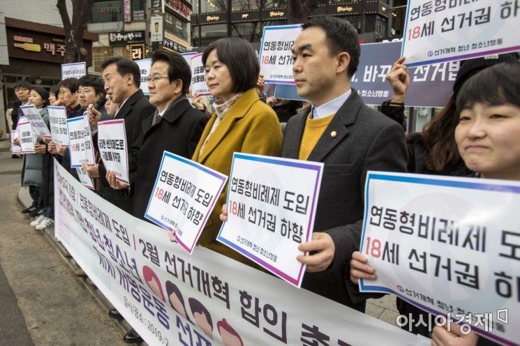 [포토]홍대거리서 2월 선거개혁 합의 요구하는 야당 대표들
