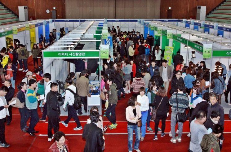 정읍시, 20일 연지동 체육관서 '청년 취업 박람회' 개최