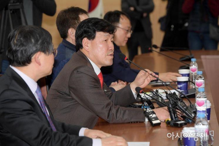 [포토]회의 주재하는 이철수 위원장