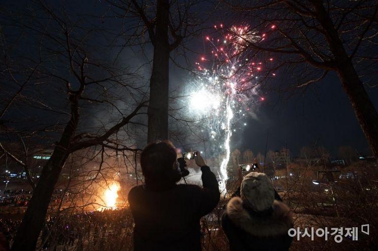 [포토]불꽃놀이와 함께 달집 태우기
