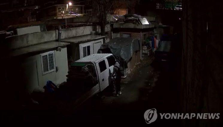 차량털이범 김모(31) 씨 범행 장면. 사진=동작경찰서 제공 [이미지출처=연합뉴스]
