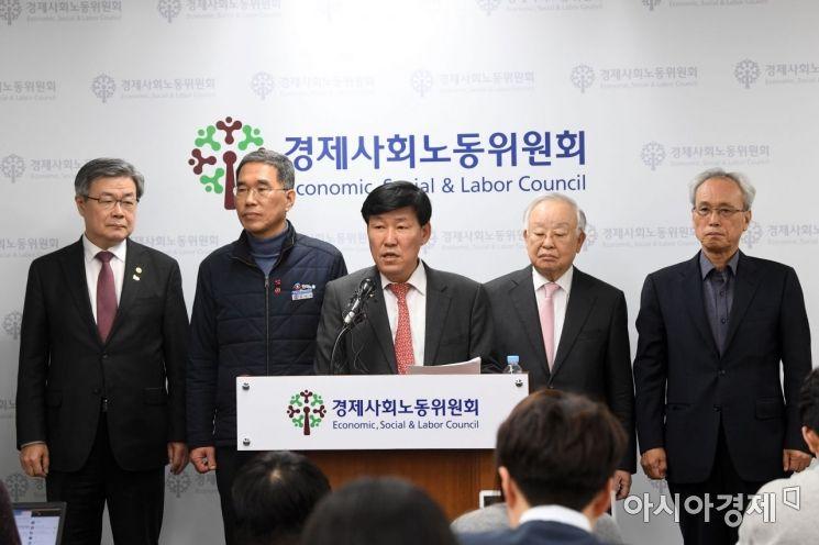 [포토]탄력근로제 합의 내용 발표하는 이철수 위원장
