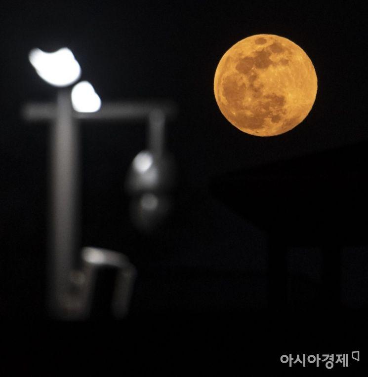 [포토] 서울하늘에 뜬 슈퍼문