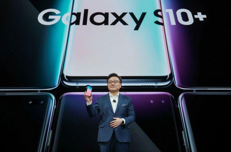 """삼성, 갤럭시 폴드 중국 행사 취소…""""미국 출시 변동 없어""""(종합)"""