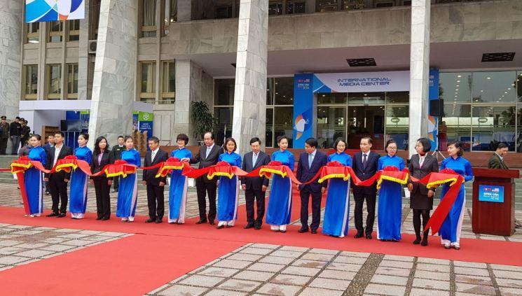 제2차 북·미정상회담을 사흘 앞둔 23일 오후 베트남 하노이 베트남-소련 우정노동문화궁전에서 국제미디어센터(IMC) 개소식이 열리고 있다. <사진=연합뉴스>
