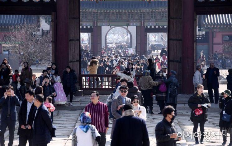 [포토] 나들이객들로 붐비는 경복궁