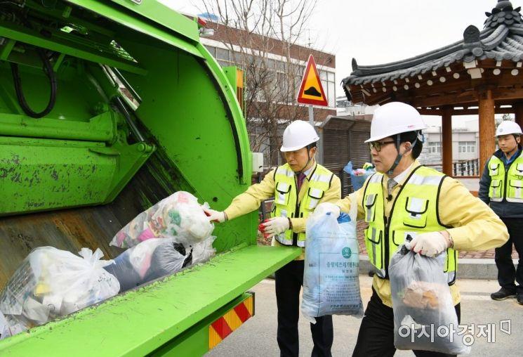 [포토] 광주 서구, 한국 미래형 청소차 쓰레기 수거