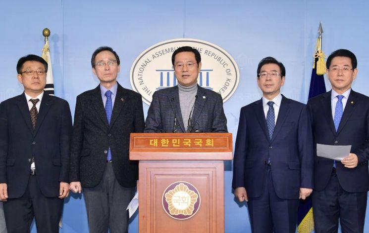 [포토] 이용섭 광주시장, 15개 시·도지사와 5·18 민주화운동 공동입장문 발표