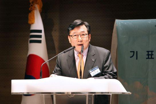 2011년 2월 제24대 중기중앙회 회장으로 연임된 김기문 회장이 소감을 밝히고 있다.