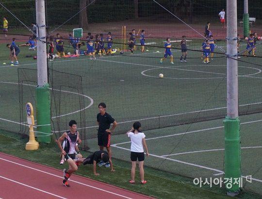 학업 등 일과를 마치고 운동을 즐기는 일본의 체육시스템