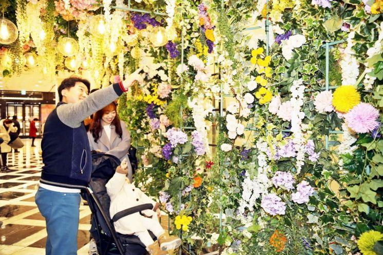 광주신세계, 힐링 공간 '봄꽃 정원' 선보여