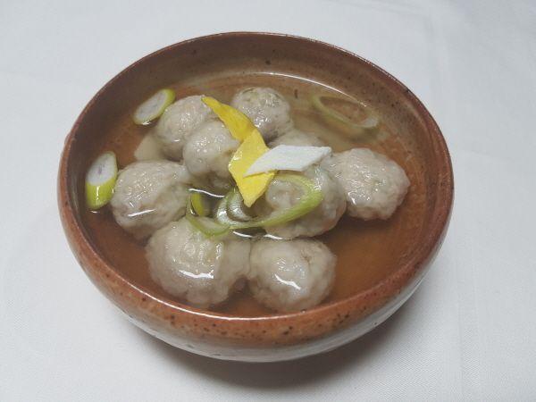 [한국의 맛] 만두소를 둥글게 만들어 밀가루에 굴려 만든 '굴린만두'
