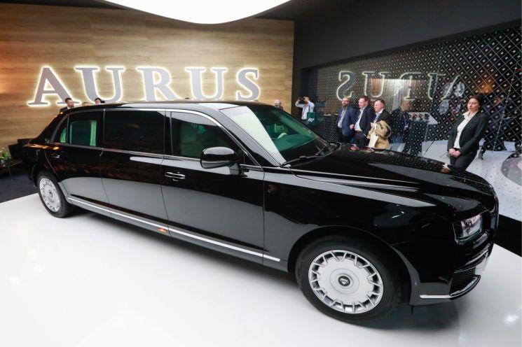 올해 제네바 모터쇼(3월 7~17일) 개막을 이틀 앞둔 5일(현지시간) 언론에 먼저 공개된 러시아 자동차 제조업체 아우루스의 '세나트 리무진 L700' 모델(사진=타스연합뉴스).