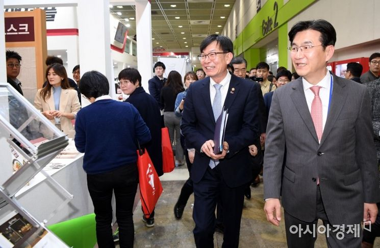 [포토] 프랜차이즈 박람회 찾은 김상조 위원장