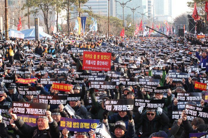 근로자-소상공인ㆍ경쟁점포 사장들…뭉치지 못하던 '을들의 합종연횡'