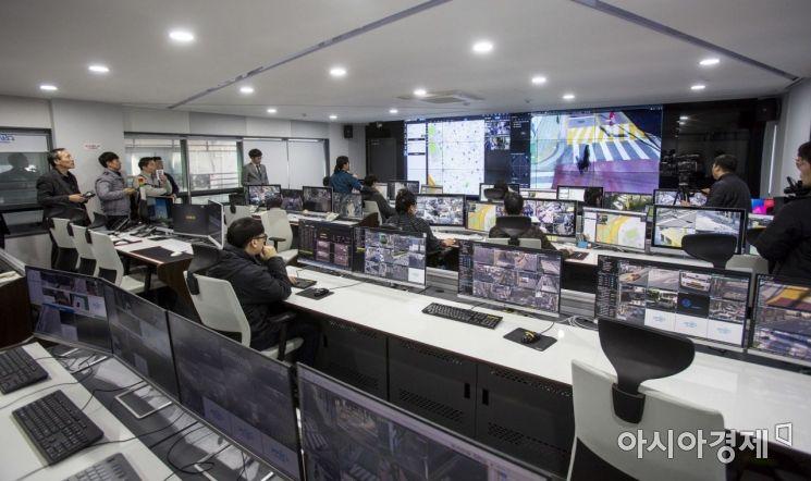 [포토]운영 시연 선보이는 마포구 CCTV 통합관제센터