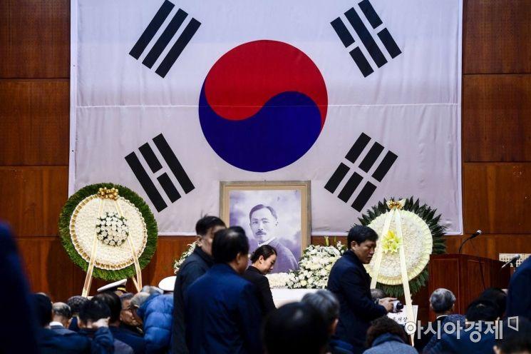 [포토]도산기념관에 놓인 안창호 선생 영정