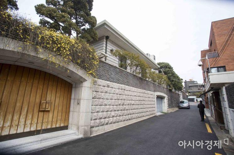 [포토]적막한 전두환 전 대통령 자택 앞