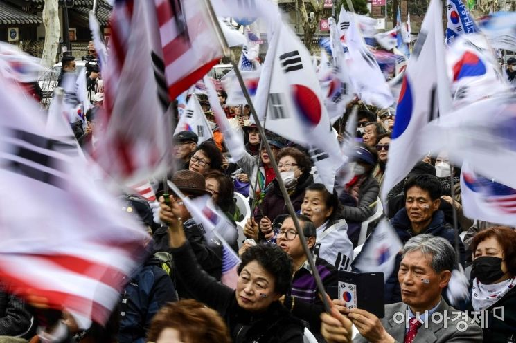 [포토]박근혜 전 대통령 석방 요구하는 보수단체