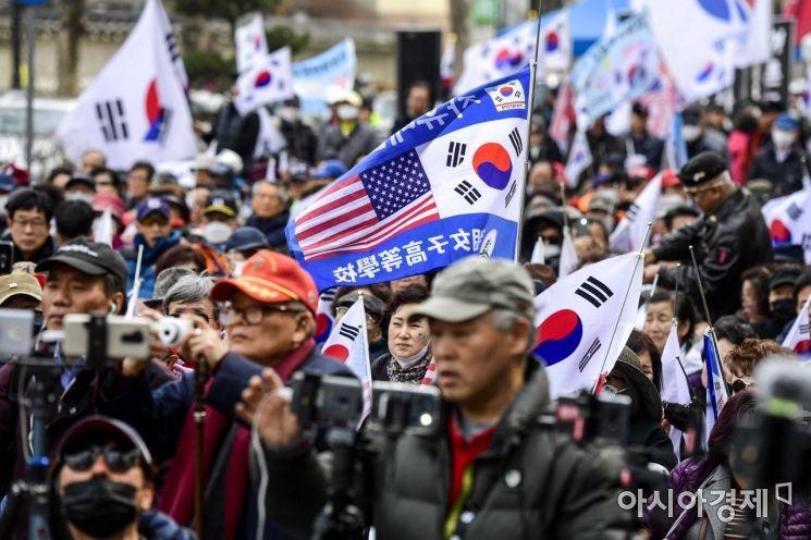 [포토]박근혜 전 대통령 탄핵 무효 주장하는 보수단체