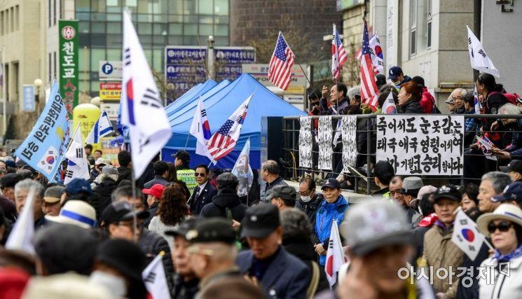 [포토]헌법재판소 주변에 모인 보수단체