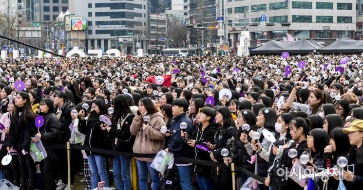 [포토]방탄소년단 팬 서울광장에