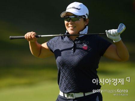 """신지애 """"JLPGA 개막전 5위""""…히가 우승"""