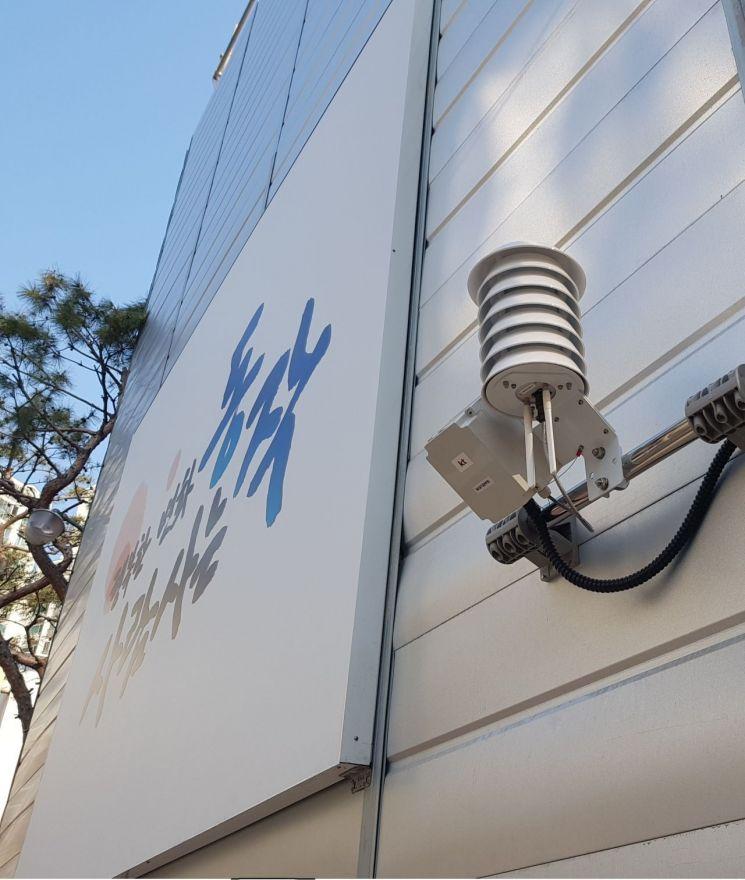 공사장에 설치된 미세먼지, 소음측정기