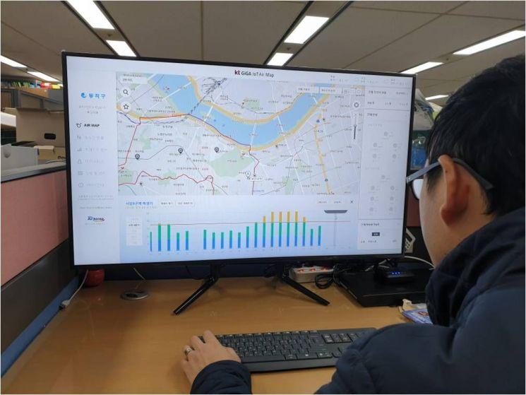 동작구청 맑은환경과에 설치된 미세먼지, 소음 관측 모니터