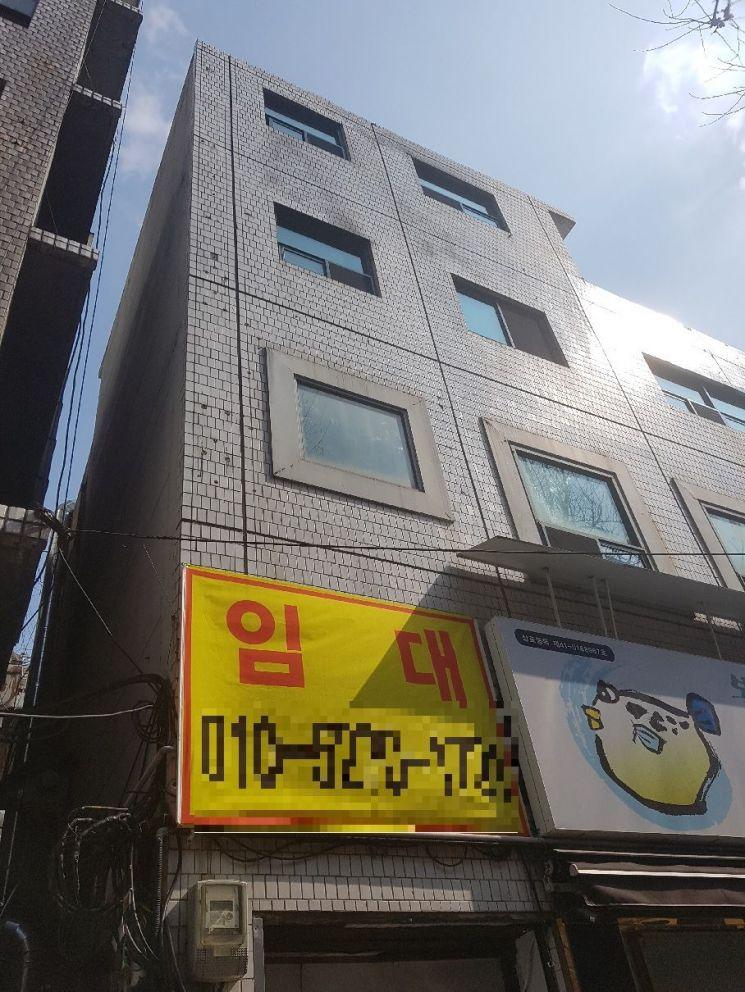지난해 11월 화재 사고로 18명의 사상자가 발생한 서울 종로구 국일고시원의 현 모습. 내·외부 정비를 마치고 임차인을 구하고 있다.