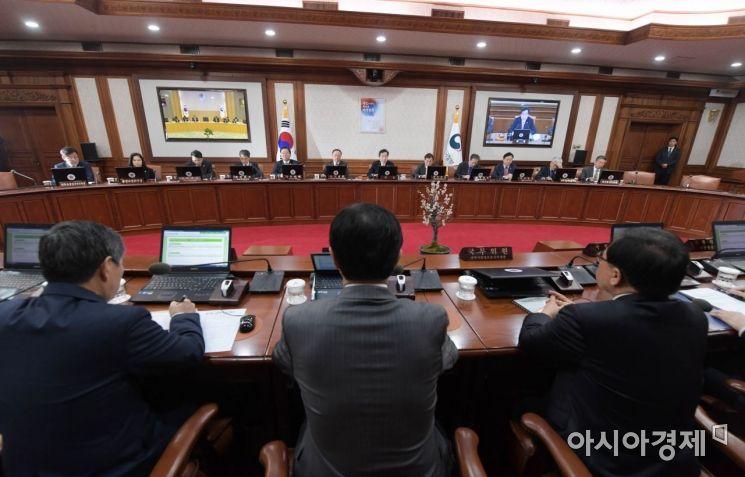 [포토]이낙연 국무총리 주재로 열린 국무회의