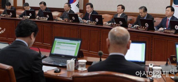 [포토]국무회의 모두발언하는 이낙연 총리