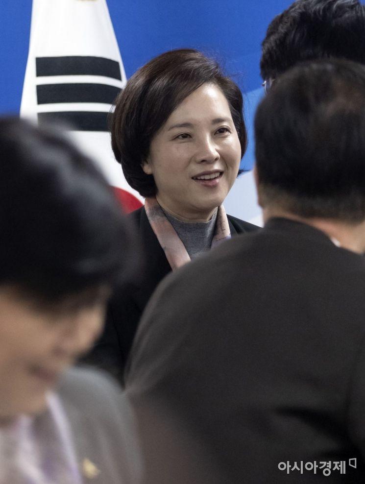 [포토] 인사 나누는 유은혜 장관