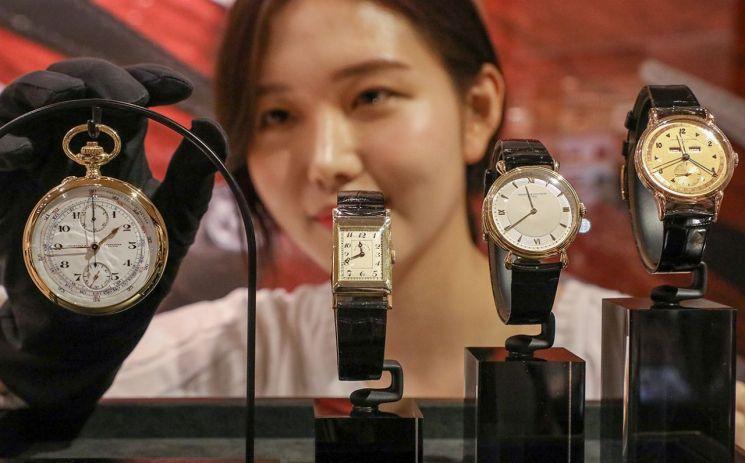 """[포토]현대百 """"봄 맞아 100년 된 빈티지 시계 구경오세요"""""""
