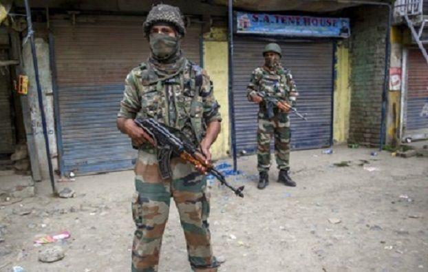 인도 정부는 카슈미르에서 계속해서 폭압적인 군정을 이어나가고 있으며, 1988년 폭동 때는 8만여명이 학살당하기도 했다. 그럼에도 이슬람교도에 대한 강압적 통치와 색출이 이어지면서 지역분쟁은 갈수록 심화되고 있다.(사진=AP연합뉴스)