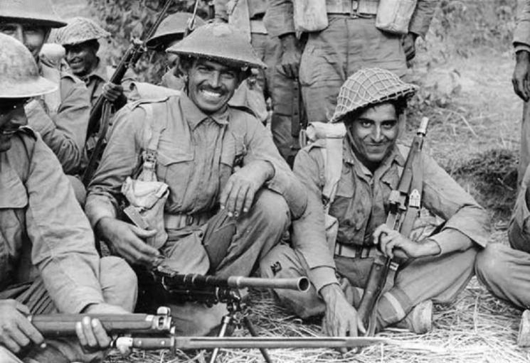 2차대전에 참전한 영국령 인도군 소속 인도병사들의 모습. 전후 250만명에 달하는 인도병사들이 귀국, 신생 독립국 인도의 군사대국화를 우려한 영국의 획책 아래 인도-파키스탄-동파키스탄 3국으로의 분할독립이 이뤄지자 인도군도 출신지역에 따라 쪼개지고 말았다.(사진=Histomil.com)