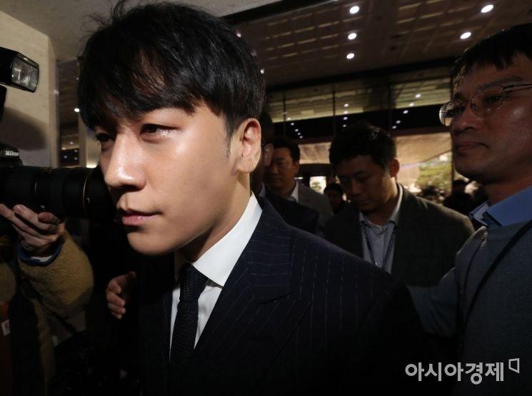 '성 접대 의혹' 승리 어제 재소환…10시간 고강도 경찰 조사