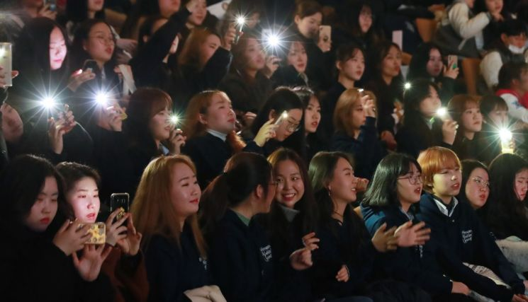 서울 시내 한 대학교의 입학식 모습. 사진은 기사와 직접적인 관련 없음 [이미지출처=연합뉴스]