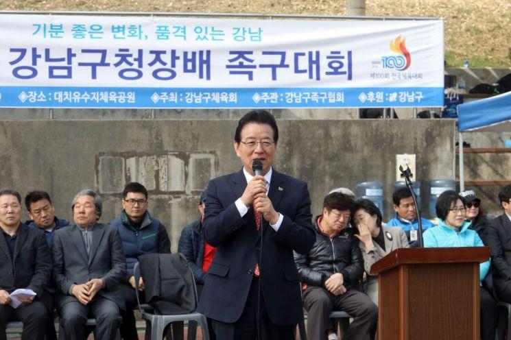 [포토]정순균 강남구청장 '강남구청장배 족구대회' 참석