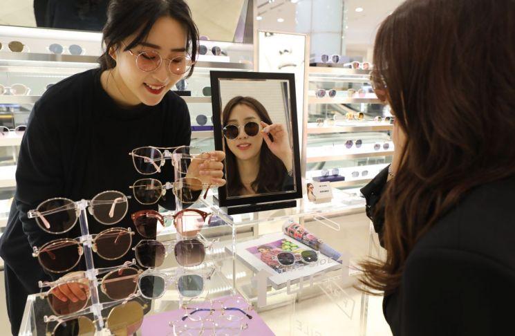 롯데백화점 광주점 '선글라스 틴트 렌즈' 인기