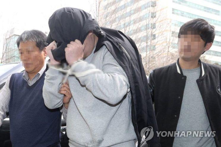 '이희진 부모 살해' 피의자 모친, 경찰 찾아 2억5000만원 반납