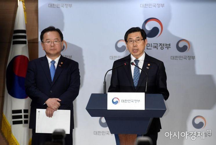 [포토] 긴급 기자회견하는 박상기-김부겸 장관