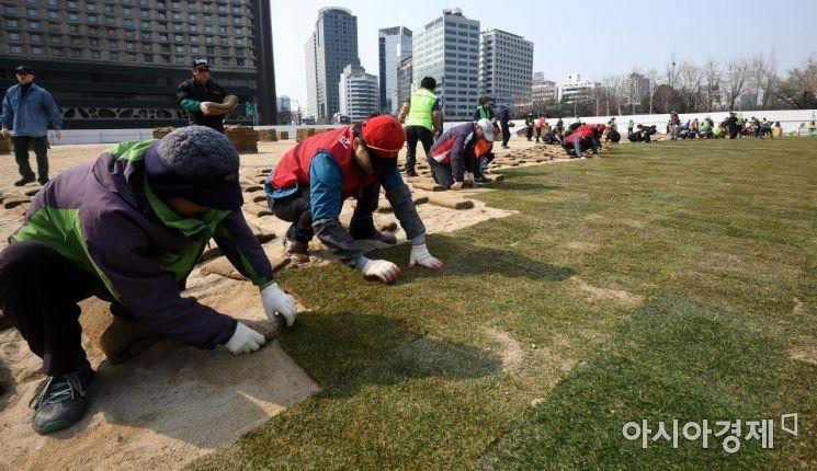 [포토] 봄단장하는 서울광장