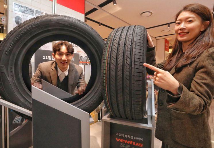 """[포토]""""아울렛에 타이어 사러 오세요""""…현대시티아울렛, 타이어 최대 25% 할인"""