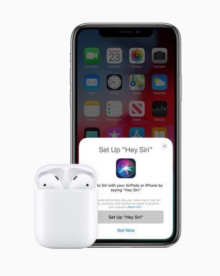 애플이 20일(현지시간) 무선 블루투스 이어폰 '에이팟 2세대'를 공개했다. 네티즌들은 에어팟2를 두고 여러가지 의견을 쏟아내고 있다.사진=애플 홈페이지