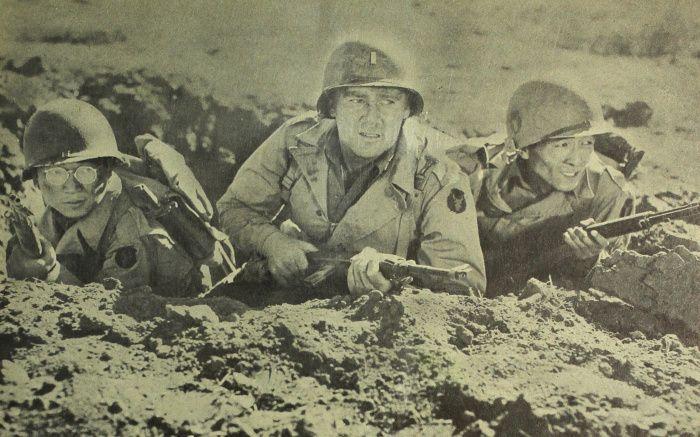 미국 영화 '고 포 브로크(Go for broke, 1951)'의 한 장면. 이 영화는 제2차 세계 대전 당시 일본계 2세들로 편성된 하와이 100대대와 442 연대전투단을 배경으로 제작됐다. 미국인 신참 소위가 처음에는 일본계 미국인 군사들에 대해 거부감을 가졌지만, 점차 그들과 전우애를 쌓으며 유럽의 전장에서 함께 활약한다는 내용이다.