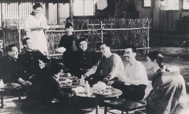 이마이 다다시 감독의 영화 망루의 결사대(1943)은 조선과 만주의 접경지대 '만포진'을 배경으로 마적단과 맞서 싸우는 일본경찰과 마을 자경대 연합의 활약을 그리고 있다. 일본의 국민 배우 하라 세츠코가 여주인공을 맡았다.