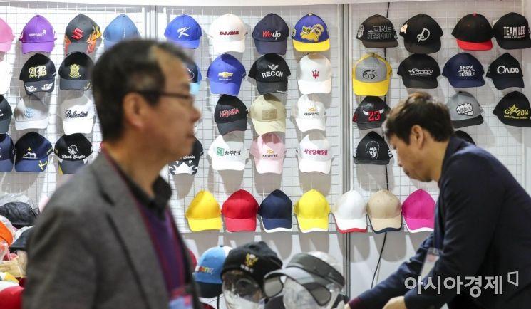 [포토] 모양도 색도 다양한 모자
